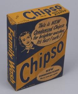 Chipso a été le premier détergent à lessive spécialement conçu pour les machines à laver automatiques et les lave-vaisselle. Cette boîte datant probablement des années 1940 annonçait fièrement que de « nouveaux cristaux condensés » produisaient « plus de mousse par tasse ».