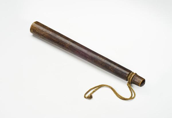 Matraque en bois marron utilisée durant la grève générale de Winnipeg de 1919