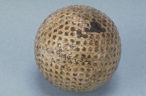 Première balle de golf à âme en caoutchouc, 1901. Musée canadien de l'histoire, 994.9.32