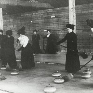 Women curling, around 1900. Canadian Museum of History Archives, S2004-1017 LS