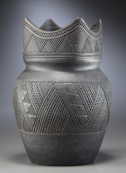 Récipient, mohawk, sud de l'Ontario, fabriqué par Elda Smith, 1973 Céramique Musée canadien de l'histoire, III-I-1374