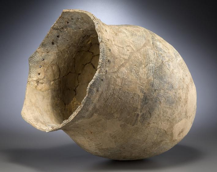 Grand récipient pour la cuisson ou la conservation, sud du lac Huron, il y a de 700 à 1000 ans Céramique Musée canadien de l'histoire, VIII-F:29977