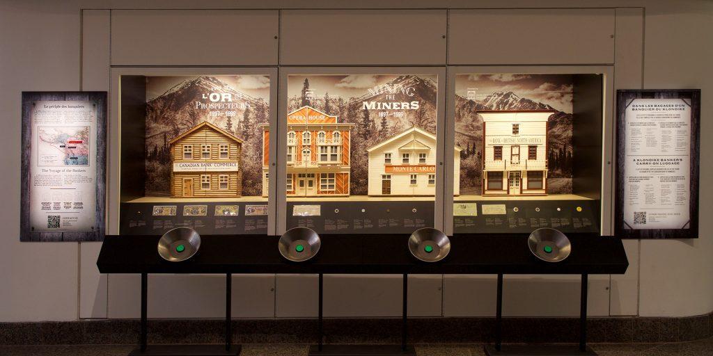 La vitrine est juste assez grande pour une expovitrine comme celle-ci. Photo : Musée de la Banque du Canada