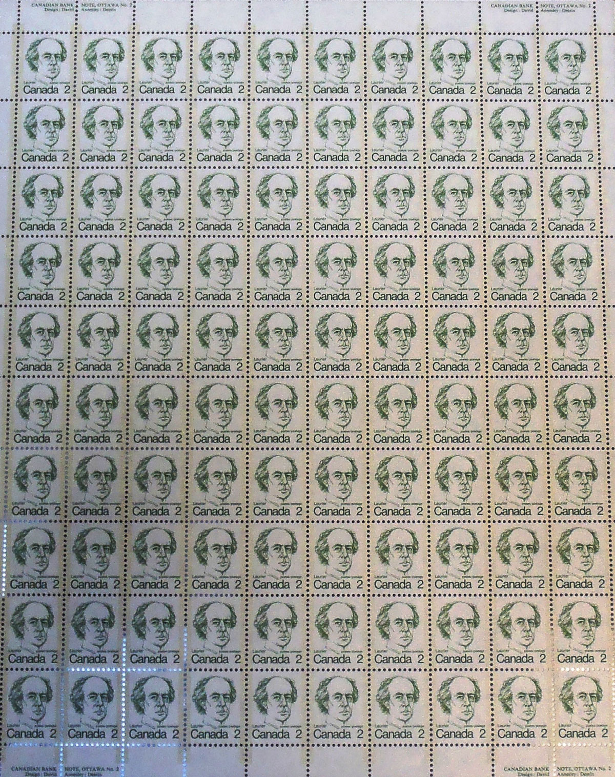 Sheet of 100 postage stamps depicting Laurier, 1973. Designer: David Annesley. Canadian Museum of History, Scott 587, IRN 1332913. Photo: Xavier Gélinas, PB040737
