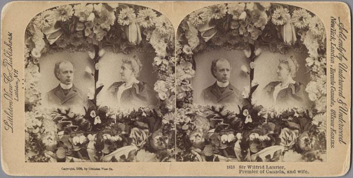 Stéréogramme représentant Laurier et son épouse Zoé, 1896. Un stéréogramme était un collage, sur un carton rigide, de deux photographies quasi identiques, destinées à être regardées au moyen d'un appareil appelé stéréoscope qui combinait les deux images en créant un effet tridimensionnel. Musée canadien de l'histoire, 2011-H0024, H-786, f6.