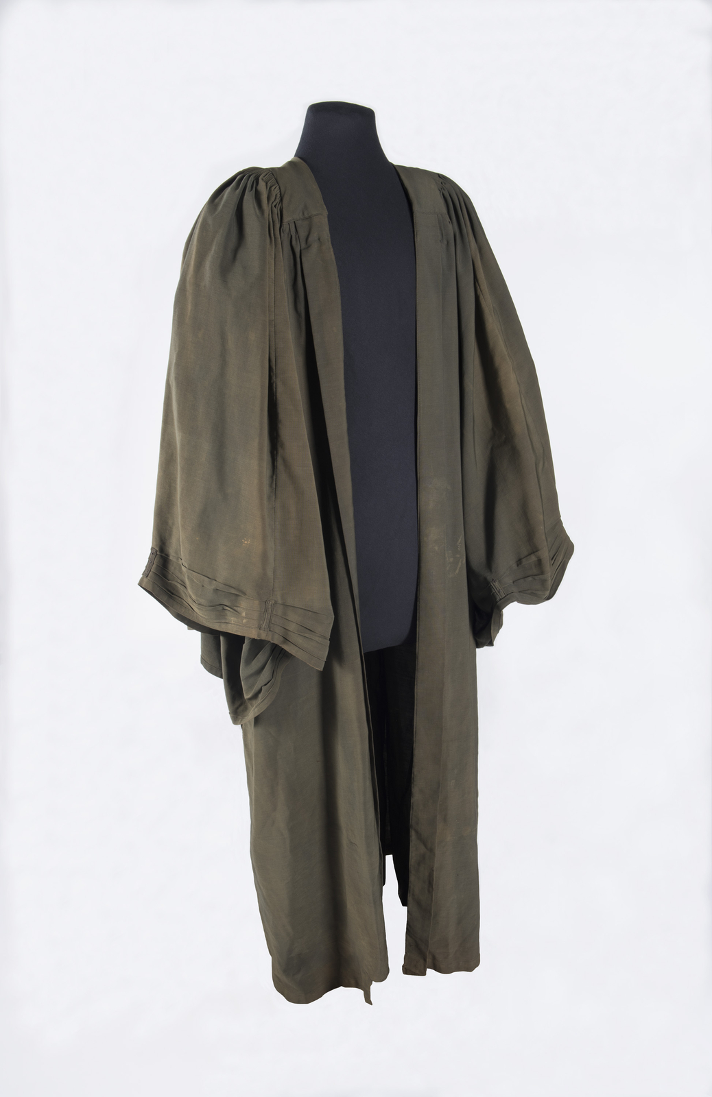 After over 3 years of investigation, all the pieces of evidence make a sound case for the robe having been wore by magistrate Hugh Richardson who presided over the three most famous court cases in Canadian history. Canadian Museum of History, 2013.54.1