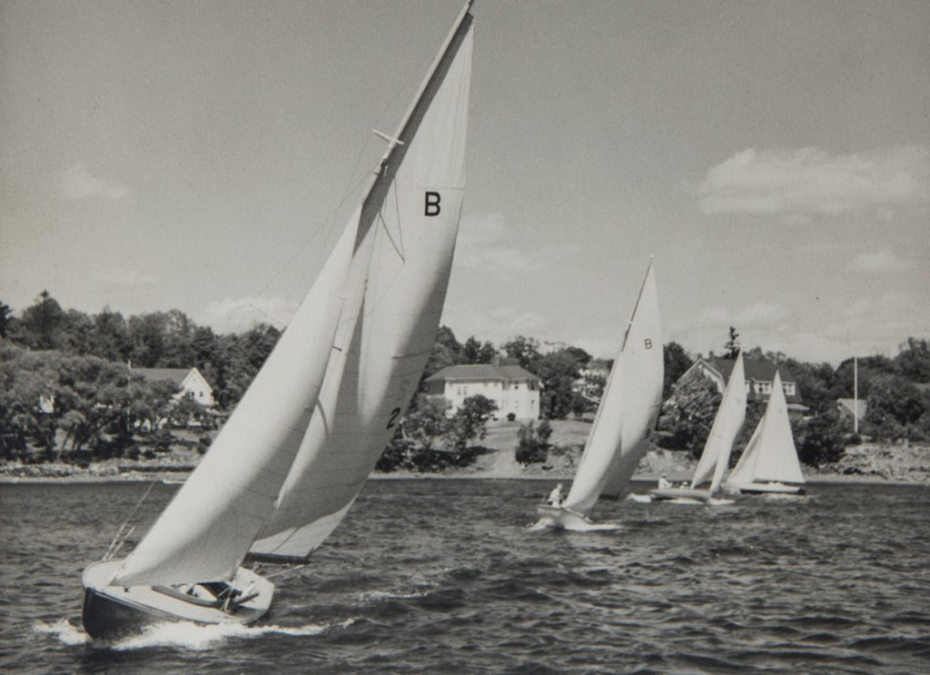 Bluenose Class sloops sailing in the Northwest Arm of Halifax Harbour. Seventy years after Roué designed this sailboat, many still sail in Canada and the United States and new examples are still being built. William James Roué Collection, Canadian Museum of History, 2016-H0034.161.P1, IMG2016-0300-0008-Dm