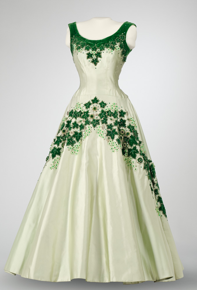 "Queen Elizabeth's ""Maple Leaf"" dress"