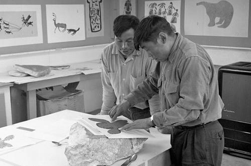 Iyola Kingwatsiaq and Eegyvudluk Pootoogook creating a stone block print