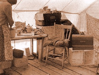 l 39 int rieur d 39 une tente. Black Bedroom Furniture Sets. Home Design Ideas