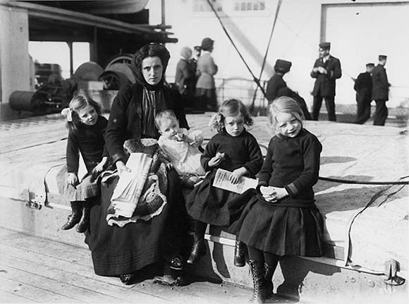 immigration of 1870 to 1910 Immigration act, 1910 immigration act, 1910 the immigration act of 1910 further enhanced the discretionary powers of government to regulate the flow of immigrants into canada, reinforcing and expanding the exclusionary provisions outlined in the immigration act of 1906.