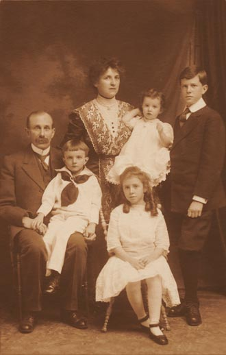 Photograph of the Brittain Family, Ottawa, Ontario