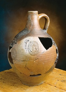 Brown Rhenish stoneware jug from the Maison Jérémie dating from the early 18th century