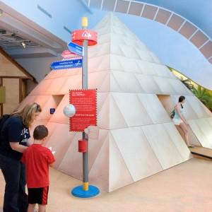 Les enfants jouent dans le Musée canadien des enfants